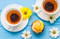 Todavía vida con la taza de té y de torta Imagen de archivo