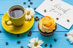 Todavía vida con la taza de té y de torta Imágenes de archivo libres de regalías