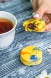 Todavía vida con la taza de té y de torta Imagen de archivo libre de regalías