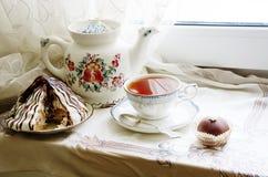 Todavía vida con la torta del té Foto de archivo