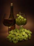 Todavía vida con la uva Imagen de archivo libre de regalías