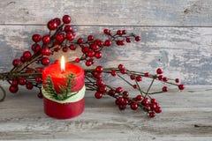 Todavía vida con la vela y un palillo del arándano Foto de archivo libre de regalías