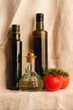 Todavía vida con las botellas retras del aceite de oliva en lona Foto de archivo libre de regalías