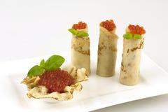 Crepes rusas sabrosas con el caviar Foto de archivo