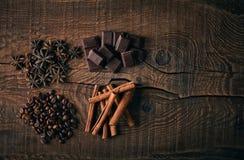 Todavía vida con las especias, el café y el chocolate Foto de archivo