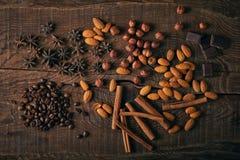 Todavía vida con las especias, el café y el chocolate Foto de archivo libre de regalías