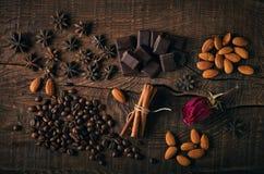 Todavía vida con las especias, el café y el chocolate Fotos de archivo