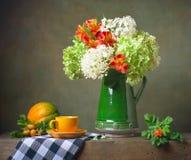 Todavía vida con las flores imagen de archivo libre de regalías