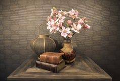 Todavía vida con las flores Imagenes de archivo