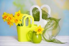 Todavía vida con las flores amarillas Fotos de archivo libres de regalías