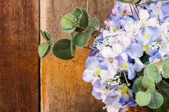 Todavía vida con las flores de la tela Fotografía de archivo