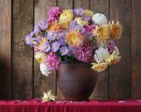 Todavía vida con las flores del otoño Imagen de archivo