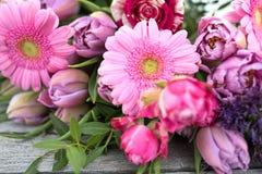 Todavía vida con las flores para el día de madres Imagen de archivo libre de regalías