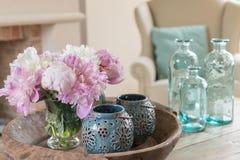 Todavía vida con las flores y la decoración de la peonía Imágenes de archivo libres de regalías