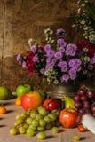 Todavía vida con las frutas. Foto de archivo