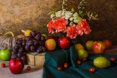 Todavía vida con las frutas. Fotografía de archivo libre de regalías