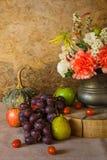 Todavía vida con las frutas. Fotos de archivo