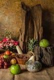 Todavía vida con las frutas. Foto de archivo libre de regalías