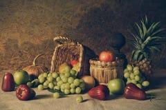Todavía vida con las frutas Imagen de archivo