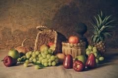 Todavía vida con las frutas Fotos de archivo libres de regalías