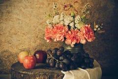 Todavía vida con las frutas imagen de archivo libre de regalías
