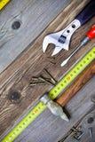 Todavía vida con las herramientas del cerrajero del vintage Foto de archivo libre de regalías