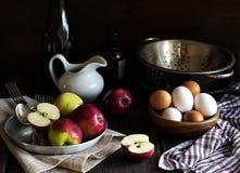 Todavía vida con las manzanas Imagenes de archivo