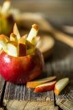 todavía vida con las manzanas en fondo de madera Fotografía de archivo libre de regalías