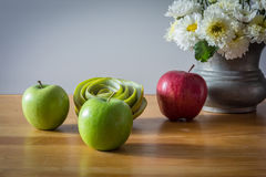 Todavía vida con las manzanas rojas y verdes Fotografía de archivo libre de regalías