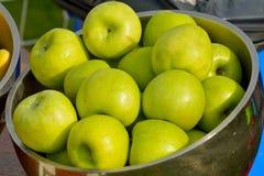 Todavía vida con las manzanas verdes Imágenes de archivo libres de regalías