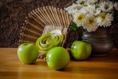 Todavía vida con las manzanas verdes Fotografía de archivo libre de regalías