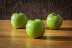 Todavía vida con las manzanas verdes Fotografía de archivo