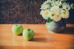 Todavía vida con las manzanas verdes Foto de archivo libre de regalías