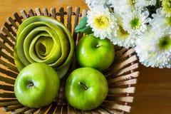 Todavía vida con las manzanas verdes Imagen de archivo libre de regalías