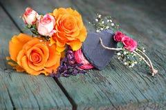 Todavía vida con las rosas para el día de madres Fotografía de archivo