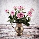 Todavía vida con las rosas rosadas Fotos de archivo libres de regalías