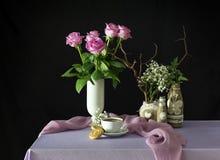 Todavía vida con las rosas y el café Imagenes de archivo