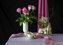 Todavía vida con las rosas y el café Fotografía de archivo libre de regalías