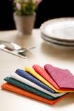 Todavía vida con las servilletas de tabla de papel coloridas Fotografía de archivo