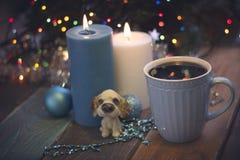 Todavía vida con las tazas y las velas de café Fotografía de archivo