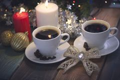 Todavía vida con las tazas y las velas de café Fotos de archivo libres de regalías
