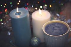 Todavía vida con las velas y el café ardientes Imagen de archivo