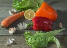 Todavía vida con las verduras frescas, montante rústico imagen de archivo libre de regalías