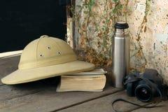 Todavía vida con los accesorios del ` s del viajero Fotografía de archivo libre de regalías