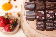 Todavía vida con los caramelos de chocolate Fotografía de archivo libre de regalías