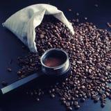 Todavía vida con los granos de café Fotos de archivo libres de regalías