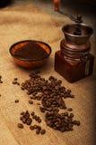 Todavía vida con los granos de café Foto de archivo