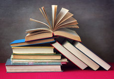 Todavía vida con los libros Fotos de archivo libres de regalías