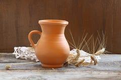 Todavía vida con los oídos del trigo Imagen de archivo libre de regalías