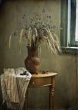 Todavía vida con los oídos y la cereza Imagen de archivo libre de regalías
